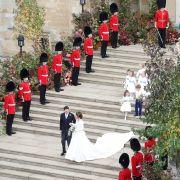 Prinzessin Eugenie und ihr Ehemann Jack Brooksbank verlassen nach ihrer Hochzeit die St. George's Chapel in Schloss Windsor.