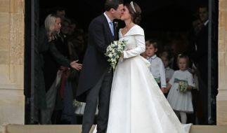 Der erste Kuss als Mann und Frau:Jack Brooksbank und seine Frau Prinzessin Eugenie. (Foto)