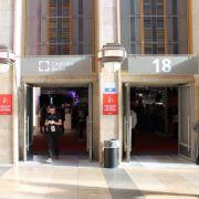Der Eingang zu Halle 20, der Party-Area.