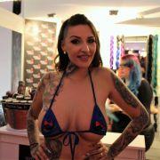Wild Vicky gibt sich hinreißend weiblich.