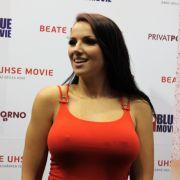 Pornostar Jolee Love erfreute sich regen Zuspruchs bei den Fans.