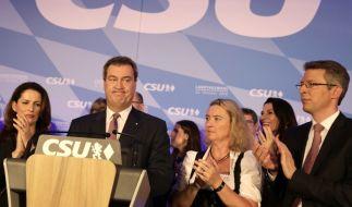 Bayerns Ministerpräsident Markus Söder (CSU) spricht bei der Wahlparty der CSU im Landtag zu den Anhängern. (Foto)