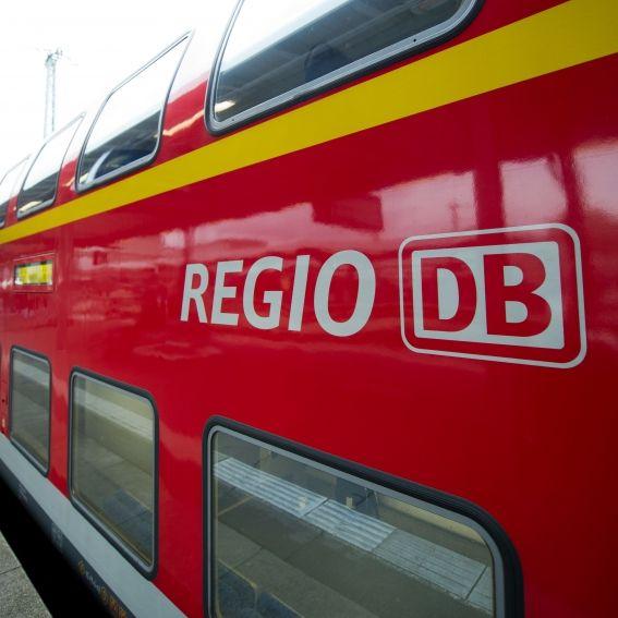 Zug kracht in Lkw - 16 Menschen verletzt! (Foto)