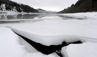 Wenn sich die Erde weiter rapide erwärmt, können gefährliche Krankheiten aus dem Eis auftauchen. (Foto)