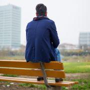 Mann (26) stürzt von Parkbank - und STIRBT (Foto)