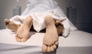 Beim Sex verletzte sich eine Frau aus Großbritannien so schwer, dass sie seitdem gelähmt ist (Symbolbild). (Foto)