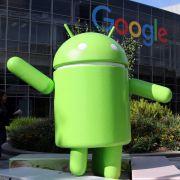 Android-Anbieter Google möchte die EU-Strafzahlung auf Smartphone-Hersteller abwälzen. (Foto)