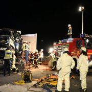 Massenkarambolage mit 4 LKWs! Unfall-Verursacher auf der Flucht (Foto)