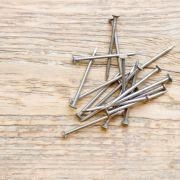 Im Magen eines Mannes fanden Ärzte unzählige Nägel (Symbolbild). (Foto)