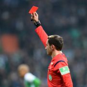 Komplett ausgerastet! Fußballer beißt Gegner die Nase ab (Foto)