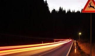 Der Berufsverkehr fällt nach der Zeitumstellung wieder in die Dämmerung. (Foto)