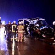 3 Beamte verletzt! Polizeiauto rammt Autos in Rettungsgasse (Foto)