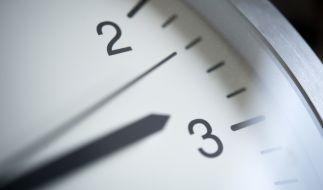 Die Uhren werden wieder auf Winterzeit umgestellt. (Foto)