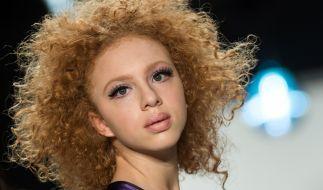 Anna Ermakowa, Tochter von Boris Becker, auf dem Laufsteg derMercedes-Benz Fashion Week in Berlin. (Foto)