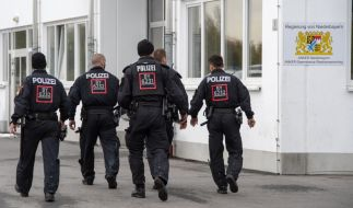 Bei einem Polizeieinsatz in einer Flüchtlingsunterkunft in Niederbayern wurden 17 Asylbewerber festgenommen. (Foto)