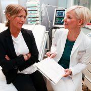 Zahlreiche Gaststars, wie beispielsweise Tina Ruhland, statteten der Sachsenklinik einen Besuch ab und ließen sich als TV-Patienten verarzten.