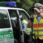 Porsche-Raser will Polizei foppen - doch DAMIT rechnete er nicht (Foto)