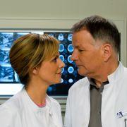 Schauspielerin Anja Nejarri gehört seit Folge 677 als Dr. Lea Peters zum Stab der
