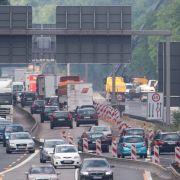 Lkw erfasst Arbeiter einer Autobahnbaustelle (Foto)