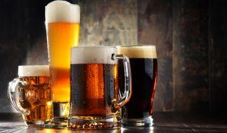 Die Brauerei Braunschweig hat ein beim Supermarkt Penny verkauftes Bier nach einem Etikettierfehler zurückgerufen (Symbolbild). (Foto)