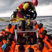 Baby ertrinkt im Mittelmeer - Flüchtlingsboot gesunken (Foto)