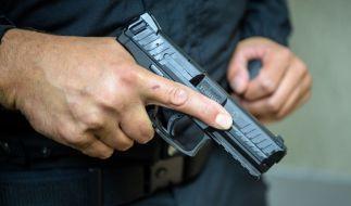In Braunschweig ist ein 39 Jahre alter Mann bei einem Polizeieinsatz erschossen worden (Symbolbild). (Foto)