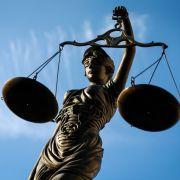 Pflegekinder mit Elektroschocker entführt - Mutter und Stiefvater vor Gericht (Foto)