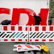 Duell der Merkel-Gegner - Spahn rechnet mit Flüchtlingspolitik ab (Foto)