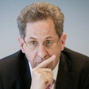 Seehofer versetzt Ex-Verfassungsschutzchef in den Ruhestand (Foto)