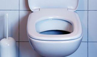 Auf der Toilette des Kieler Amtsgericht wurde die Leiche eines vermissten Zeugen gefunden (Symbolbild). (Foto)
