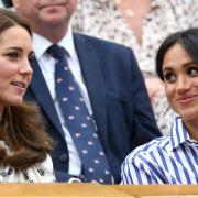 Kate Middleton und Meghan Markle mögen zwar verschwägert sein, doch in Sachen Kindererziehung haben die beiden Herzoginnen offenbar komplett unterschiedliche Ansichten.