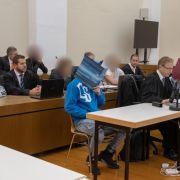 Sieben Monate nach dem Tod eines Schülers bei einer Schlägerei in Passau müssen sich sechs Männer vor Gericht verantworten.