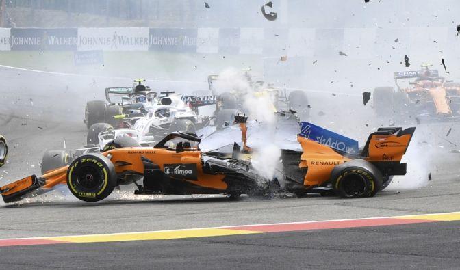 Die Formel 1 gilt zurecht als die Königsklasse des Motorsports. Doch die hohen Geschwindigkeiten bergen für die Fahrer auch jede Menge Risiken. Wir stellen Ihnen die schlimmsten Unfälle in der Geschichte der Formel 1 vor. (Foto)