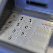 Kostenlose Kreditkarten für Flüchtlinge? DAS steckt dahinter (Foto)
