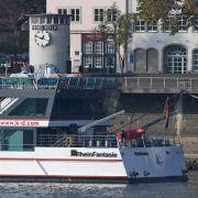 Diesel-Tanker läuft in Köln auf Grund (Foto)
