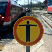 Betrunkener wird von Zug erfasst - und überlebt! (Foto)
