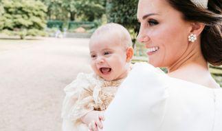 Der kleine Prinz Louis im Garten des Clarence House nach seiner Taufe am 09.07.2018. Der jüngste Sohn von Herzogin Kate und Prinz William wurdein der Kapelle des St.-James's-Palastes in London auf den Namen Louis Arthur Charles getauft. (Foto)