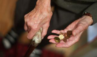 Die Negativzinsen der Europäischen Zentralbank reißen ein Millionenloch in die Rentenkasse. (Foto)