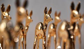 Die Trophäen des Medienpreises Bambi stehen im Stage Theater für die festliche Gala mit der Preisverleihung bereit. (Foto)