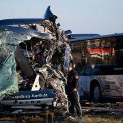 Linienbusse krachen ineinander - 12 Schwerverletzte! (Foto)