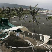 12 Meter hoch! Monster-Welle kracht auf Küste (Foto)