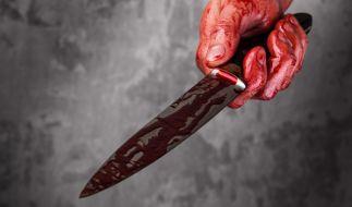 In Südafrika hat ein Mann wie durch ein Wunder eine brutale Messer-Attacke überlebt. (Symbolbild) (Foto)