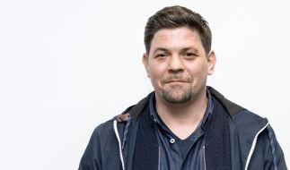 TV-Koch Tim Mälzer zog sich bei Dreharbeiten im Sommer Verletzungen bei einem Feuer-Unfall zu. (Foto)