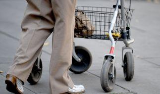 In Bochum ist eine Seniorin überfahren und tödlich verletzt worden (Symbolbild). (Foto)
