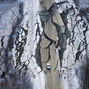 Alaska räumt nach schwerem Erdstoß und Hunderten Nachbeben auf (Foto)