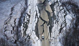 Dieses Luftbild zeigt die massiven Schäden im Süden Alaskas nach dem Erdbeben. (Foto)