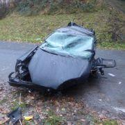 Fahrer überlebt 10-Meter-Sturz mit Auto von Brücke (Foto)
