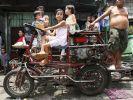 Auf den Philippinen bringen Motorräder oft ganze Familien auf einmal von A nach B. (Foto)