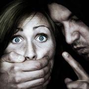 Junge rettet Mutter vor Vergewaltiger und bekommt Schädel zertrümmert (Foto)
