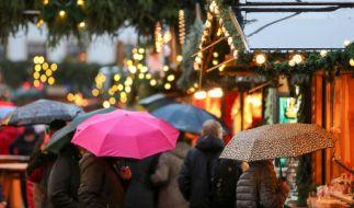Sturmtief Marielou wird vielerorts den Weihnachtsmarktbesuch ins Wasser fallen lassen. (Foto)